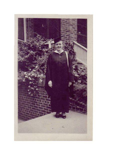 1932_Graduation_UWisconsin,_BA_cum_laude